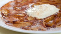 Dutch_Apple_Pancakes_with_cinnamon_and_clove_sugar