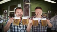 Jamie Oliver and Jimmy Doherty with pints of beer