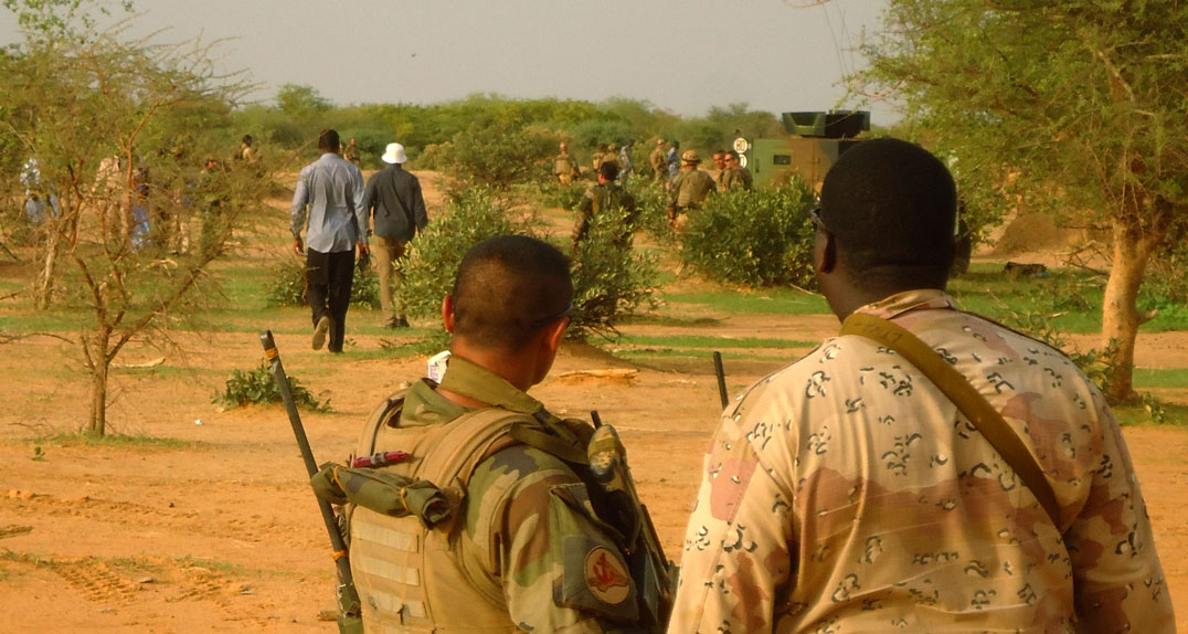 French and Malian soldiers