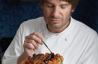 [IMG]http://www.channel4.com/media/images/Channel4/4Food/ontv/glamour_puds/eric_lanlard_ahero_02_A4.jpg[/IMG]