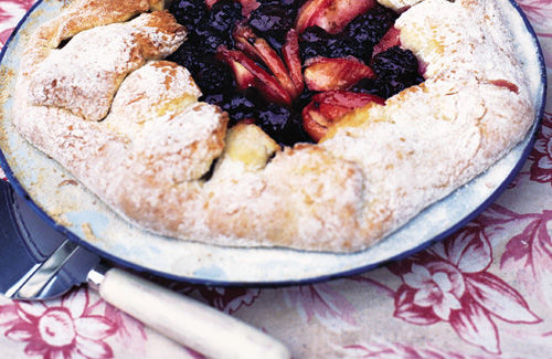 Blackberry and apple pie
