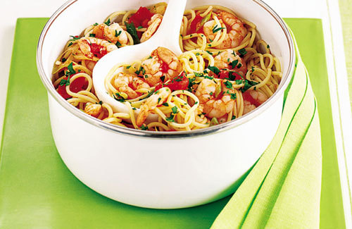 Spaghetti with prawns and chilli