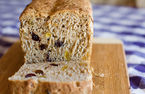 Pig in the Kitchen: Gluten-free raisin bread