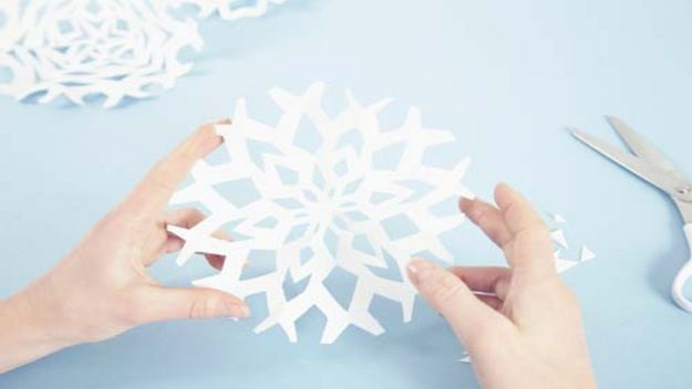 christmas decorations for kids to make with paper photo15 - How To Make Paper Christmas Decorations
