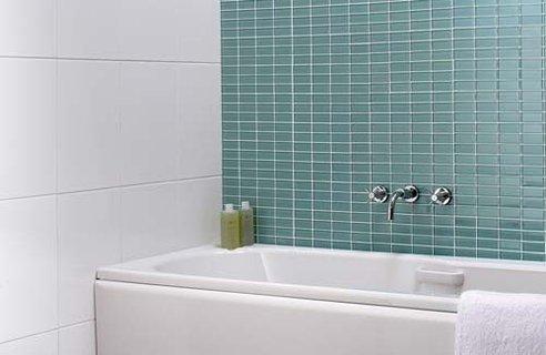 Bathroom wall tile designs tips channel4 4homes for Channel 4 bathroom design ideas