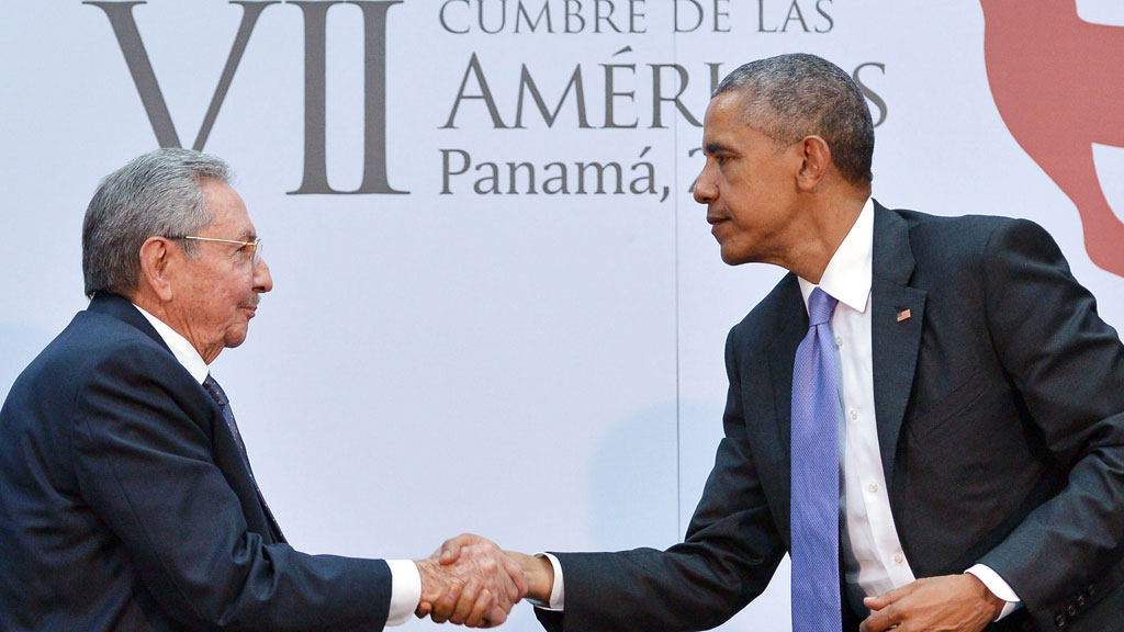 Barack Obama and Raul Castro at the Americas summit in Panama