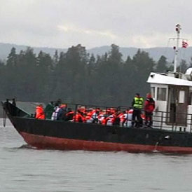 Relatives of the victims of the Utoeya shootings have visited the Norwegian island almost a month after the killings.