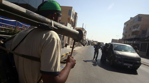 Armed rebels close in on Gaddafi's compound (Reuters)