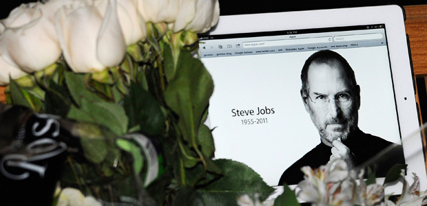 Tributes pour in to Steve Jobs (reuters)