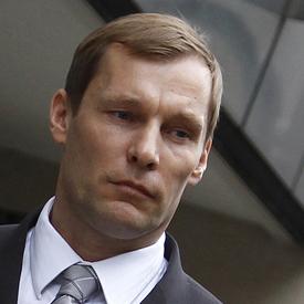 G20 policeman denies killing Ian Tomlinson (reuters)
