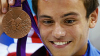 Tom Daley with his bronze medal. (Reuters)