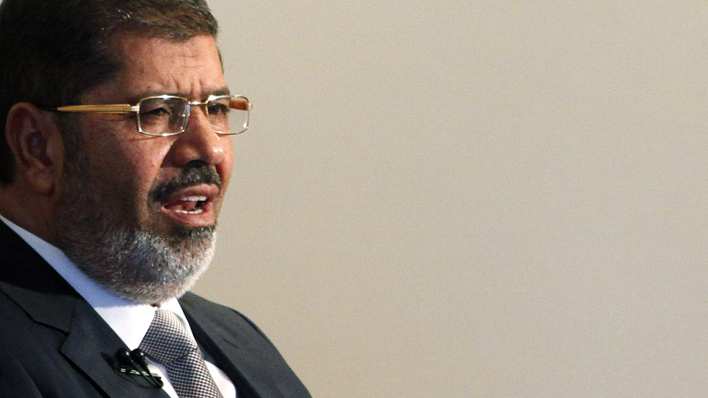 Egypt's president Mohamed Morsi uses historic visit to Iran to condemn Syria (Reuters)