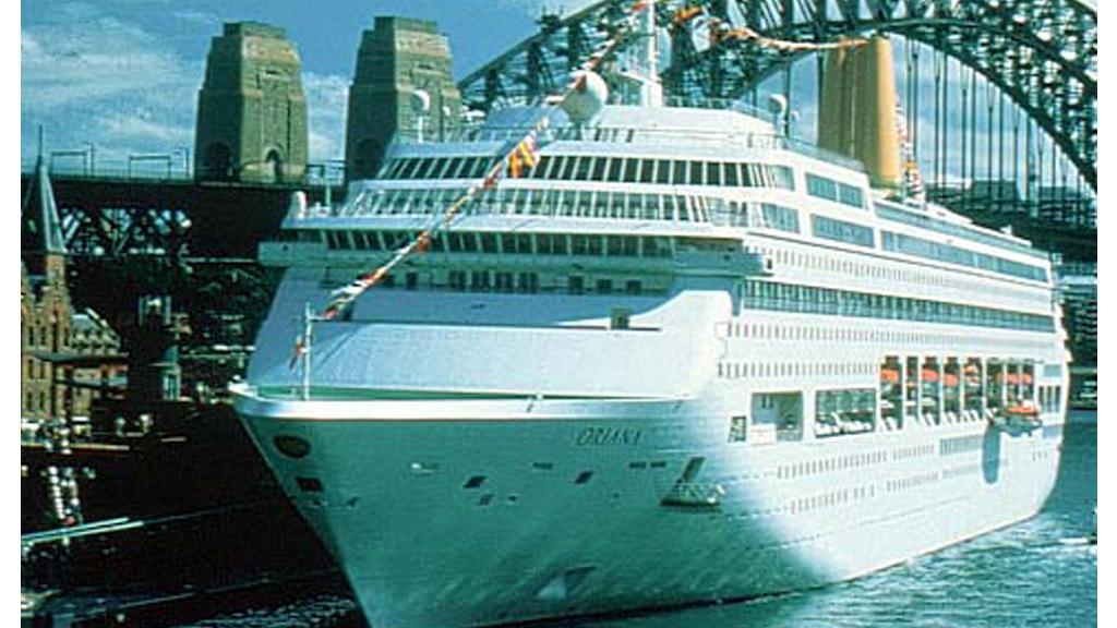 Norovirus 'plague ship' docks in Southampton (R)