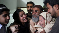 Polio workers shot dead in Pakistan (R)