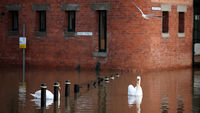 Christmas brings heavy downpours and floods to UK (G)