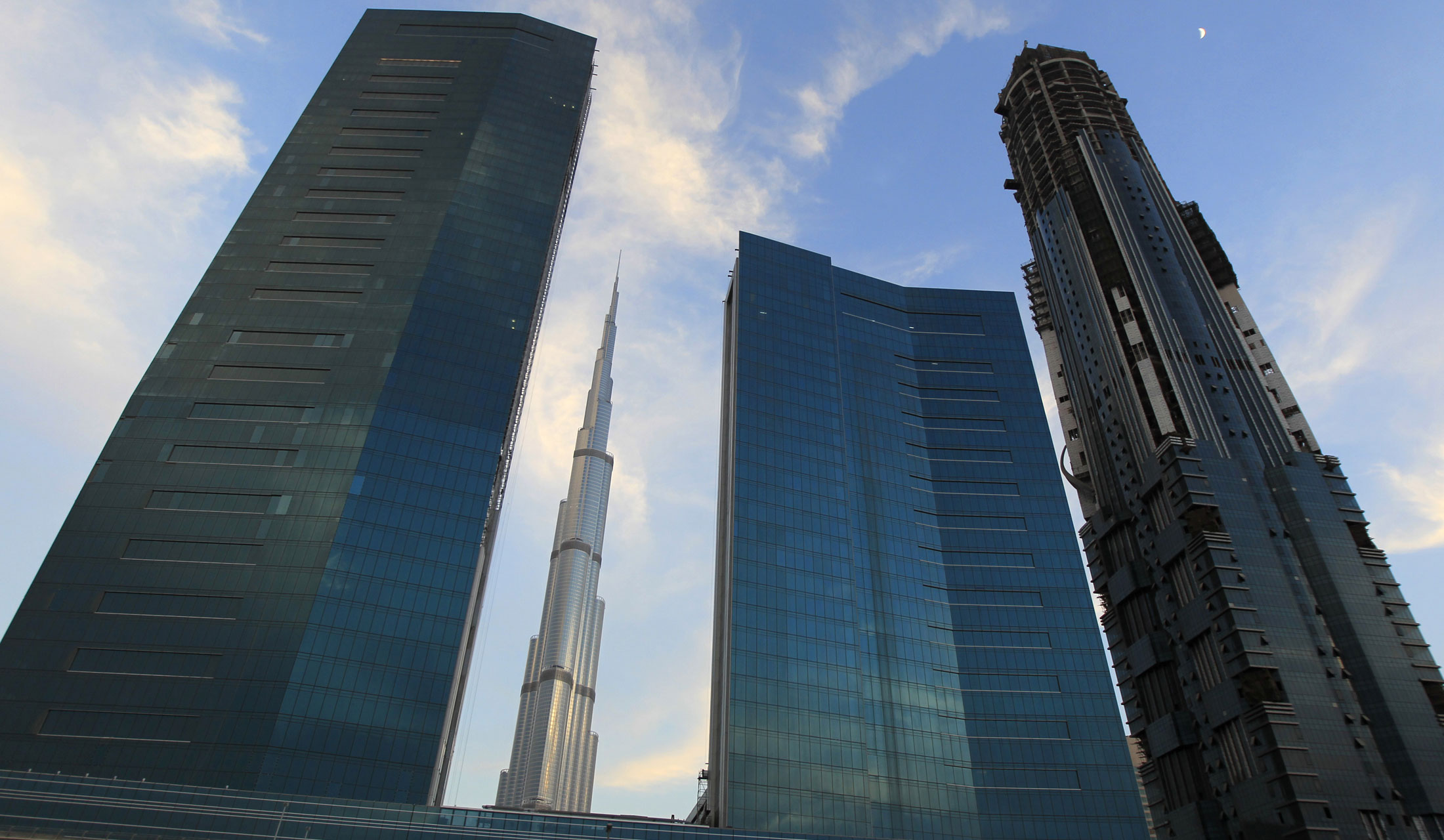 Militants from Saudi Arabia and United Arab Emirates are arrested in a joint Saudi-UAE operation, the official WAM news agency reports. The cell were reportedly planning attacks in the Arab Gulf.