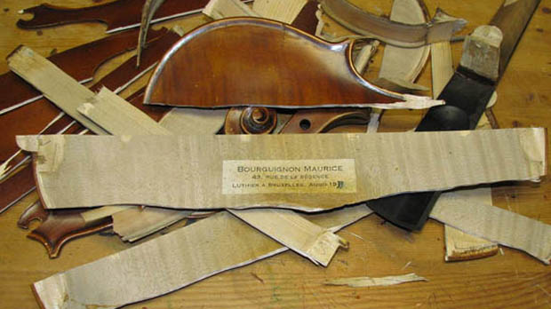 Destroyed eBay violin 'could have been saved' - lawyer.