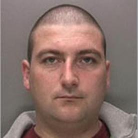 Police offer £10,000 to catch escaped prisoner (R)