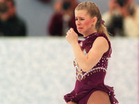 1994: A broken lace at the Winter Olympics prompted tears from controversial figure skater Tonya Harding.