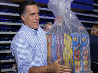 Republican presidential nominee Romney accepts relief supplies for people affected by Hurricane Sandy in Kettering (Reuters).