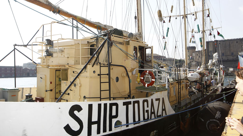 Israeli troops board a boat carrying pro-Palestinian MPs and activists seeking to run its naval blockade on the Gaza Strip and reach the enclave by sea.
