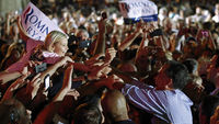 Romney with supporters (reuters)