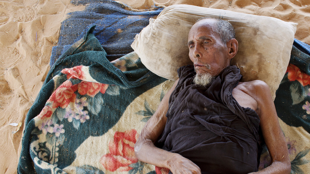 An old man suffering from respiratory illness in a refugee camp in Mauritania (picture: Getty)