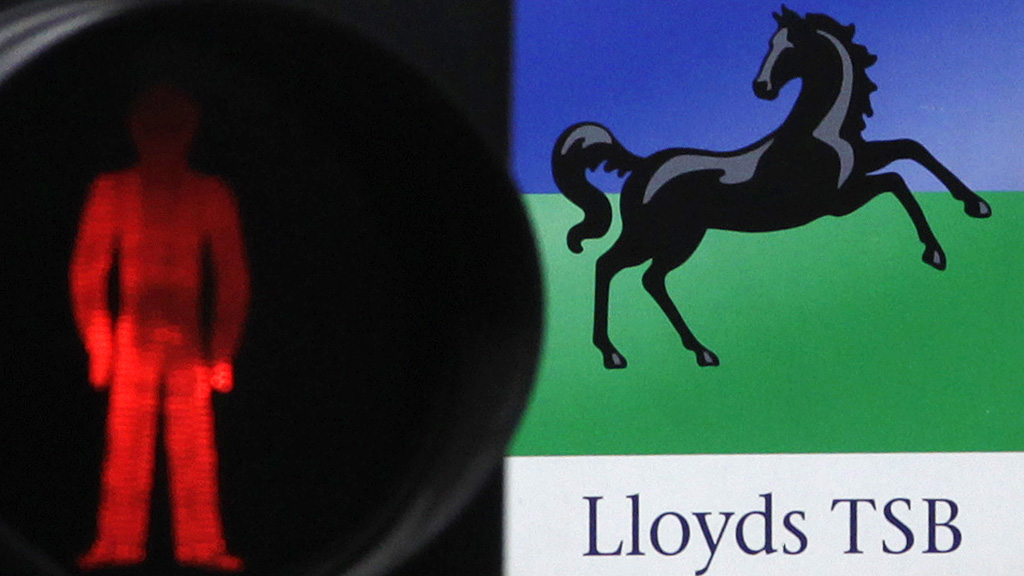A £75om to seel 632 Lloyds branches to the Co-op has collapsed, with the mutual blaming the poor economy (picutre: Reuters)