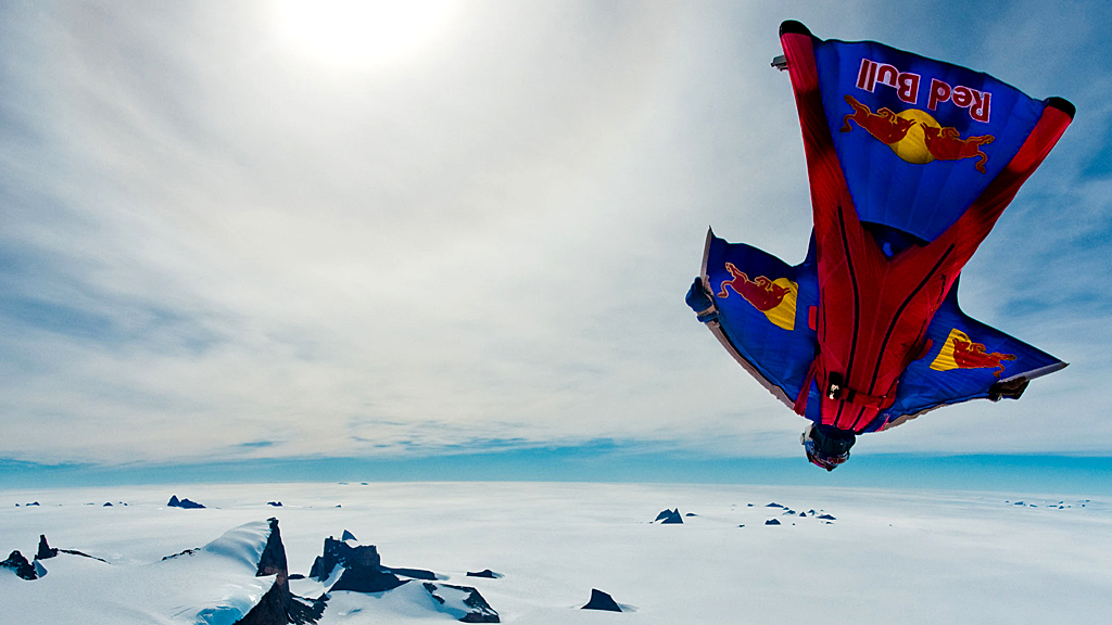 Wingsuit flying (Image: Reuters)