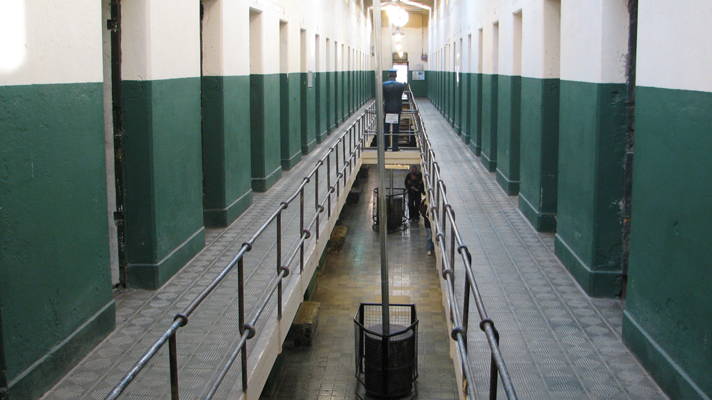 Think-tank urges competition in prison sector (G)