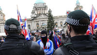 Belfast: talks to calm flag protests begin (R)