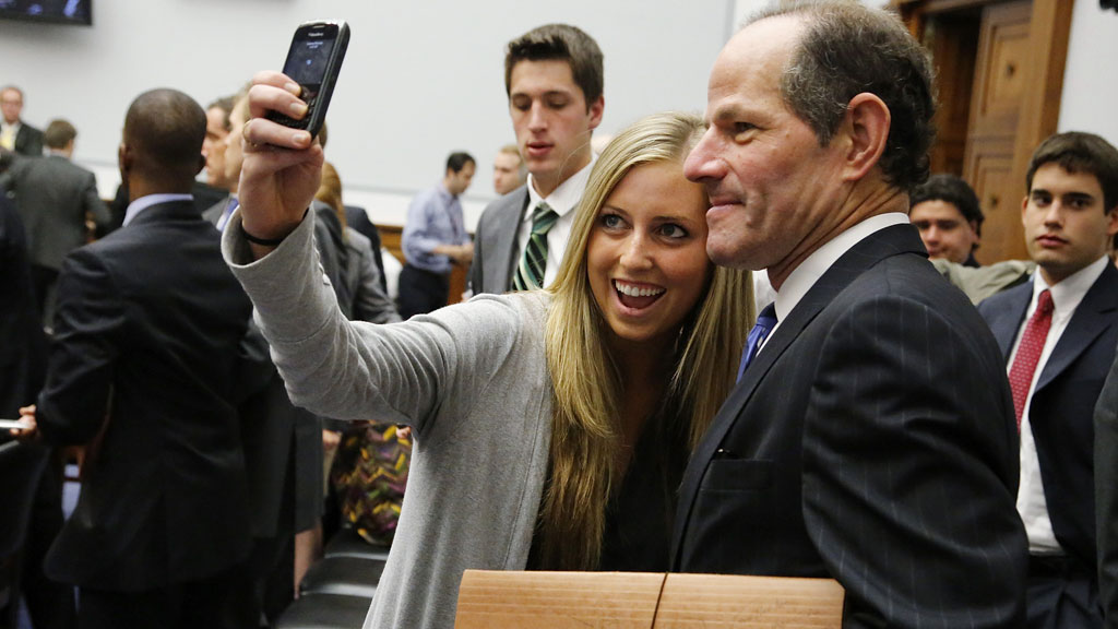 Eliot Spitzer with fan (reuters)