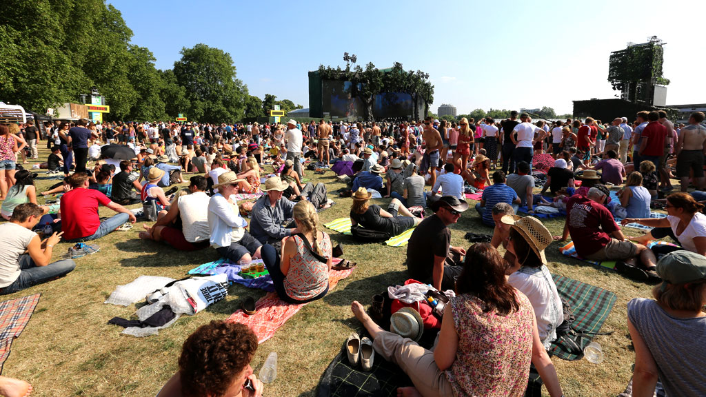 Crowds gather in Hyde Park (G)