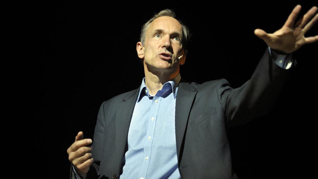 Sir Tim Berners-Lee (R)