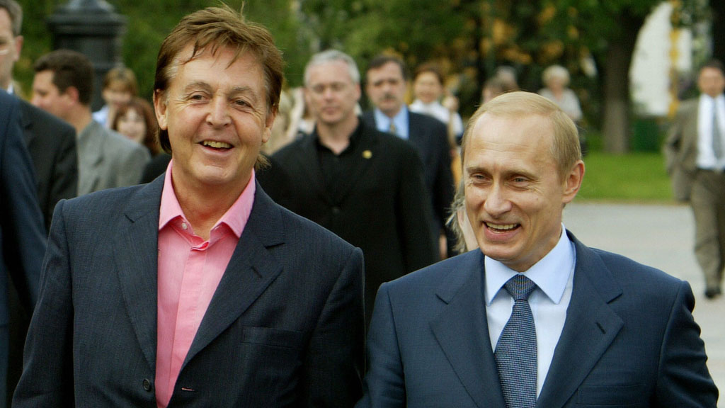 Paul McCartney and Vladimir Putin in Moscow in 2003 (picture: Getty)