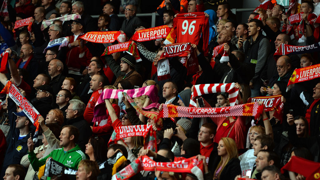 Liverpool fans remember Hillsborough (G)