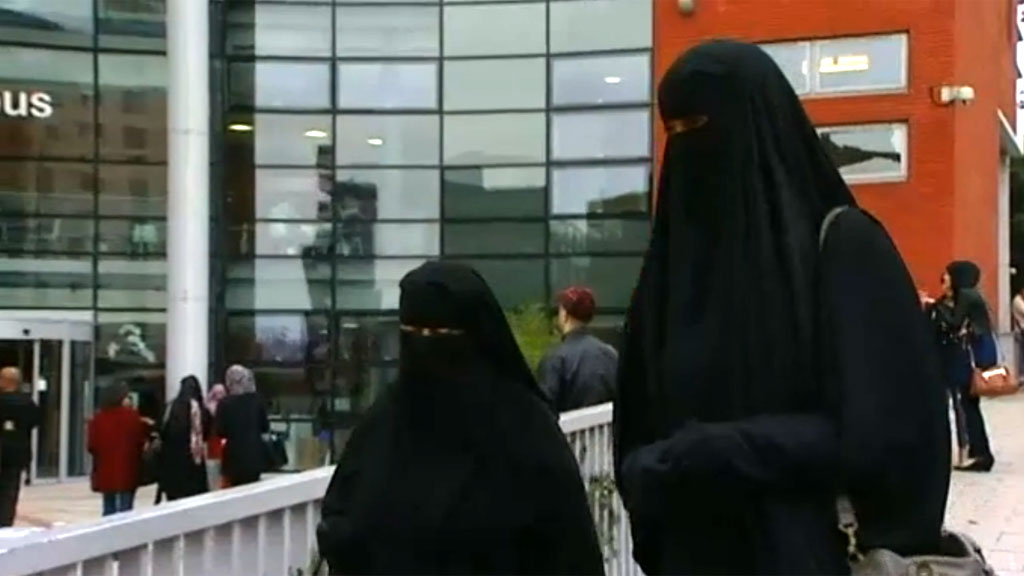 should britain ban the niqab essay Read this essay on ban the burqa  ban definitely will affect britain  12 why america should ban smoking.