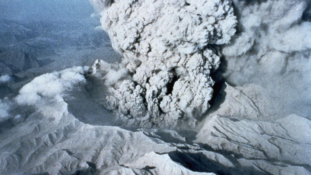 Pinatubo erupting (Getty)