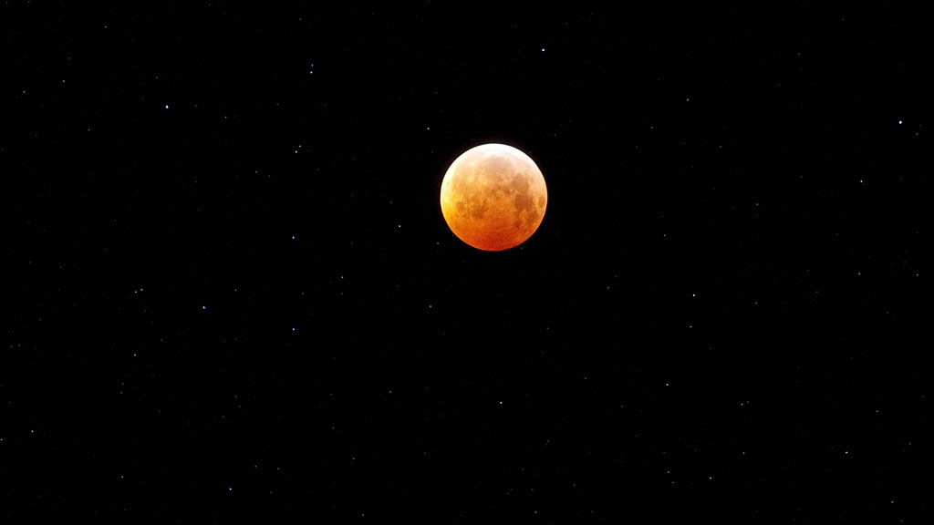 39 blood moon 39 first total lunar eclipse of 2014 video for Why shouldn t you look at a solar eclipse