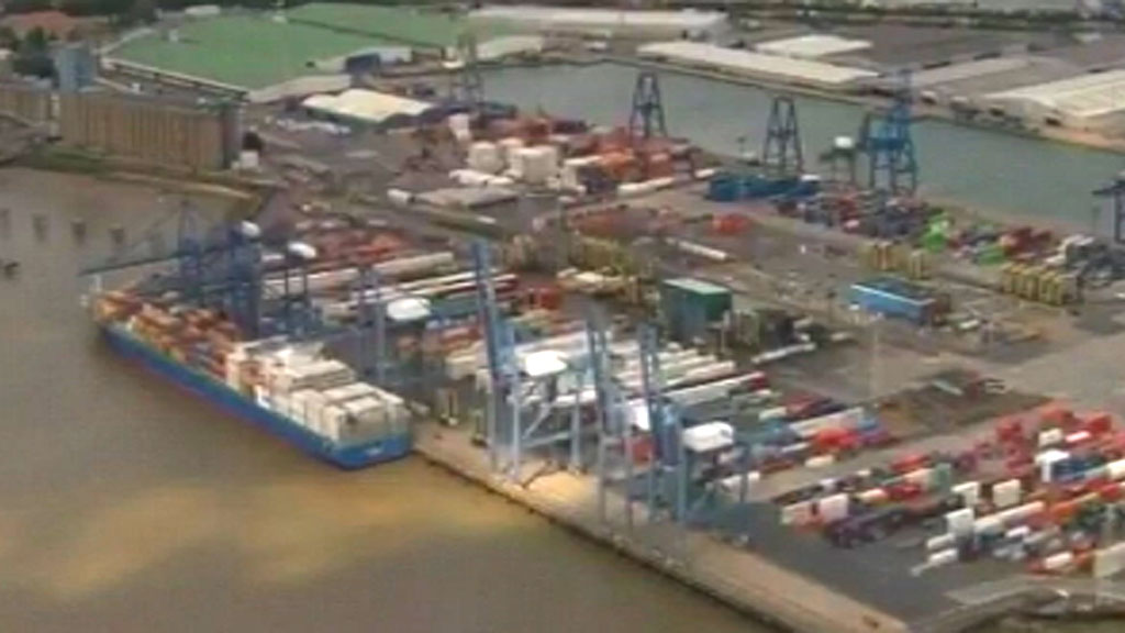 Police hunt driver after Tilbury immigrant rescue