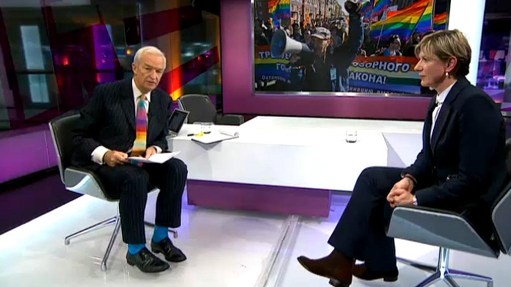 Jon Snow's rainbow tie.