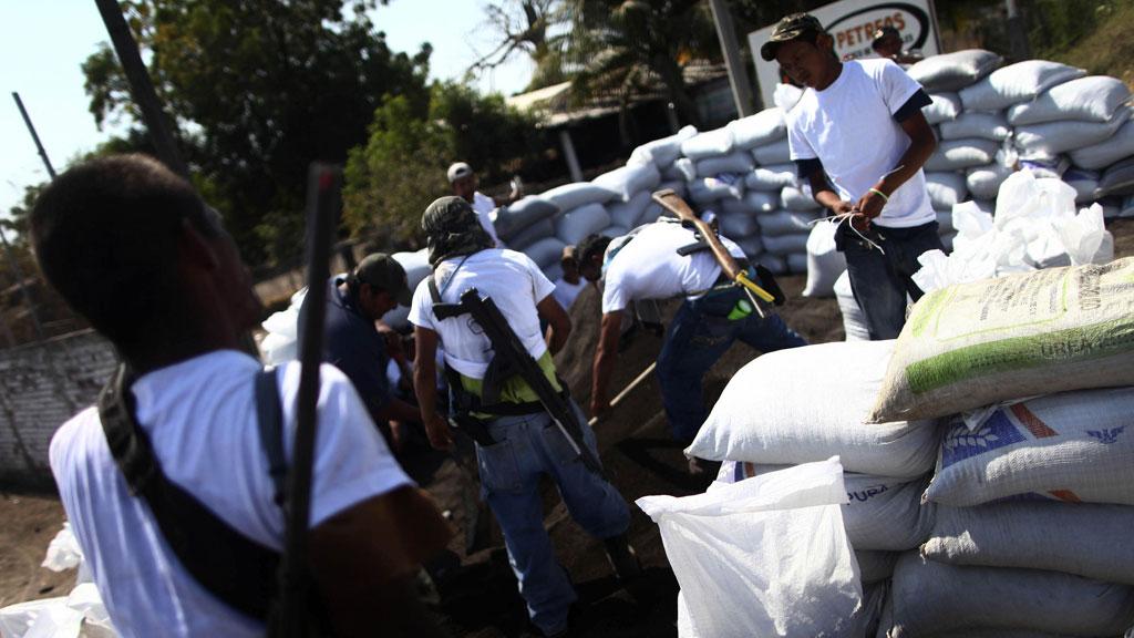 Mexico vigilantes enter Knights Templar cartel stronghold (Reuters)
