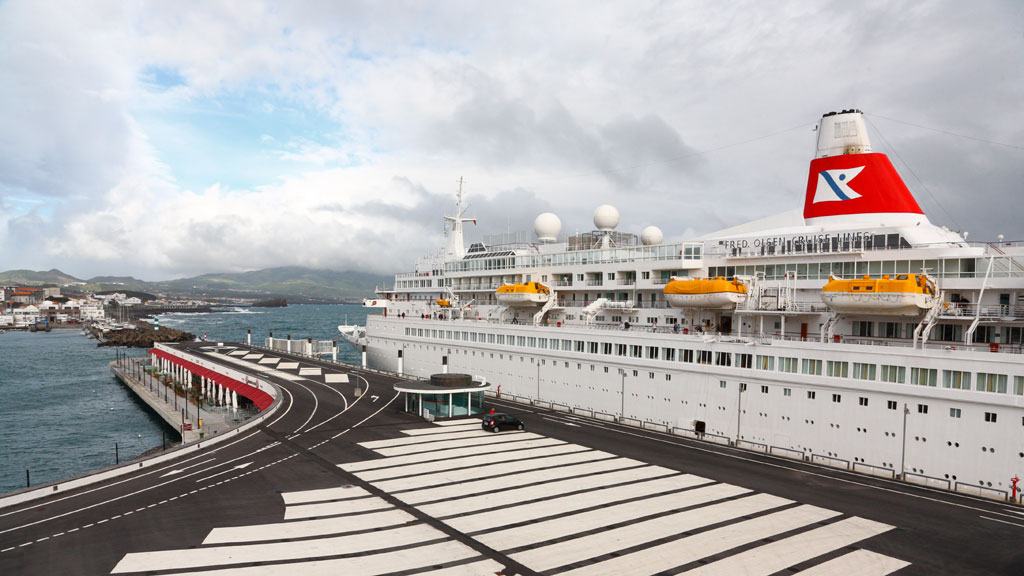 Unlucky cruise ship sets sail after mechanical failure
