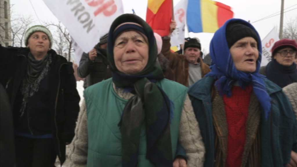 Fracking has sparked protests in Britain, but these look subdued compared with a campaign in Romania by peasant farmers, who are fighting their own government. Jim Wickens and Paraic O'Brien report.