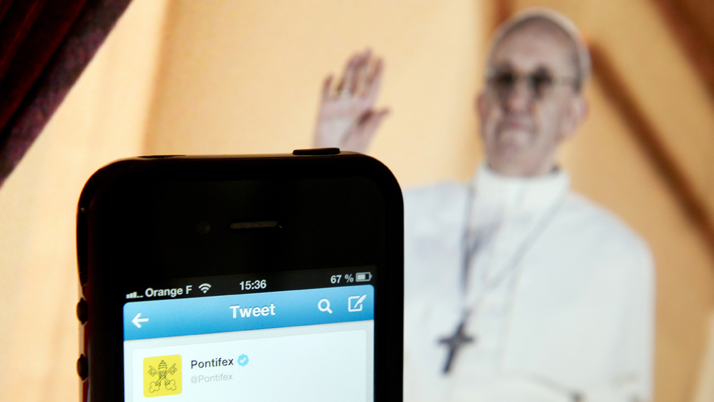 Pope Francis and Twitter (Getty)