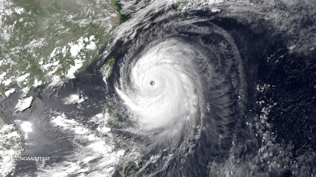 Japan: 500,000 told to flea powerful Typhoon Neoguri. (Reuters)