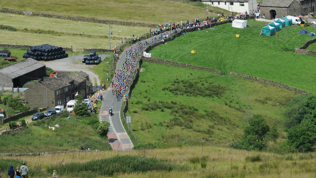 The riders tackle Holme Moss during stage two of Le Tour in Yorkshire. (Getty)