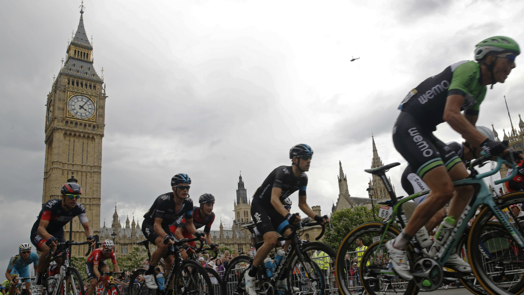 The riders arrive in London at the end of the third day of racing in the UK. (Getty)