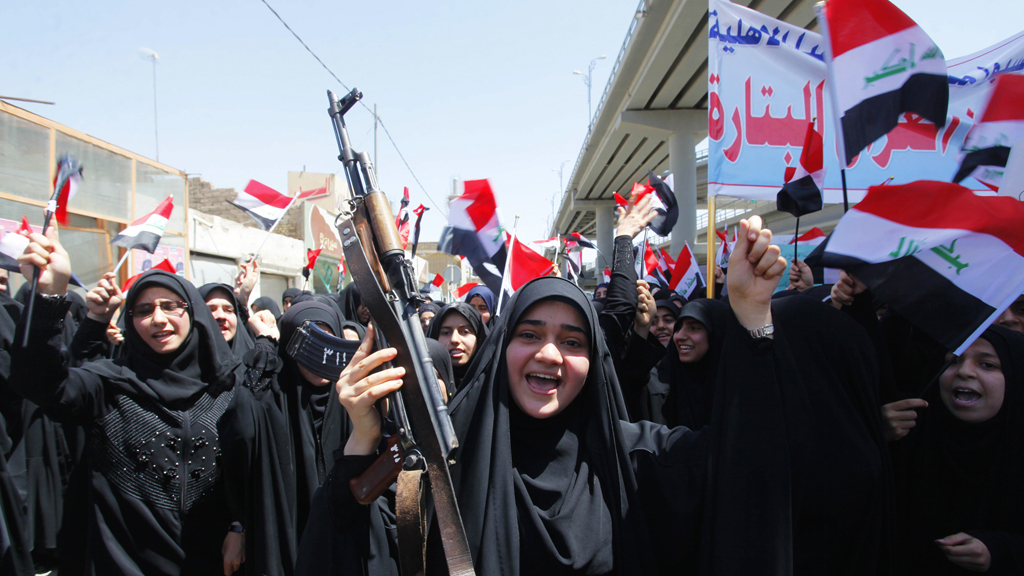 Iraqi Shi'ite women support the Iraqi army in Najaf, south of Baghdad (R)