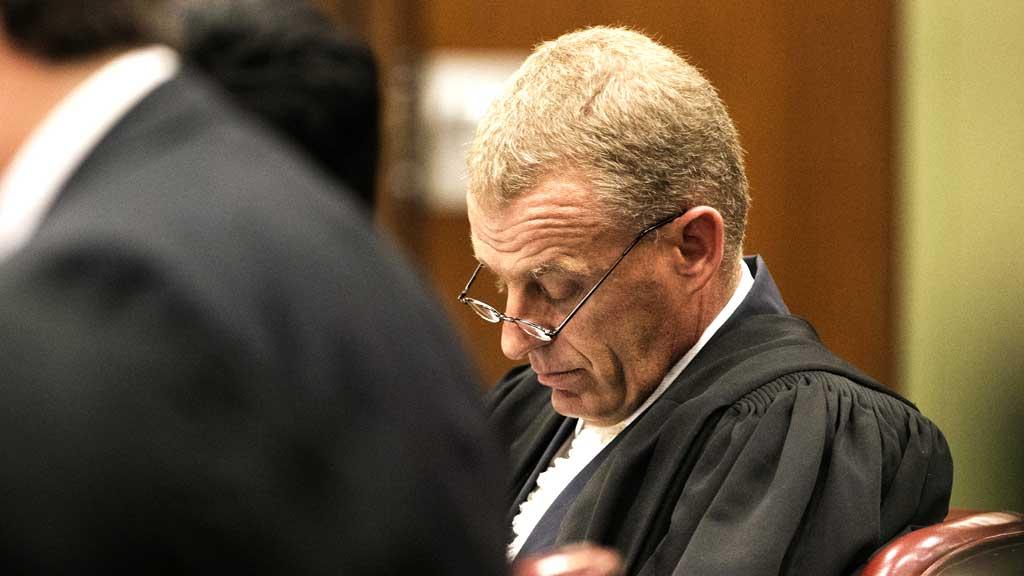 Chief Prosecutor Gerrie Nel (R)